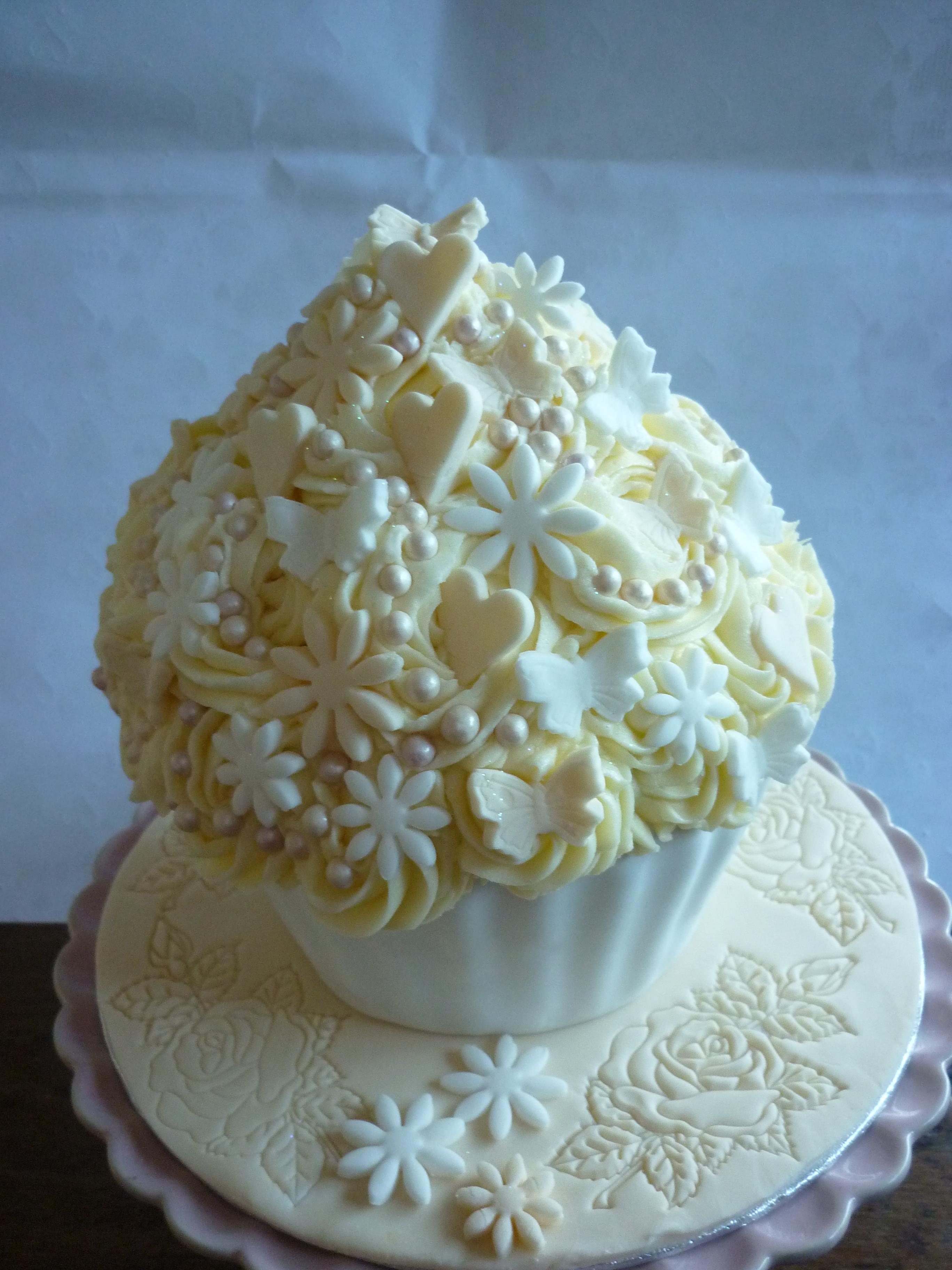 Giant Lemon & White Chocolate Wedding Cupcake | Cupcakes & Ribbons